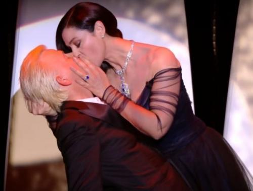 Интрига в Каннах: Моника Беллуччи шокировала страстным поцелуем